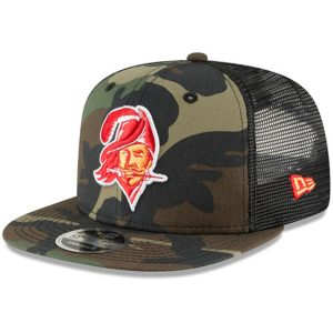 New Era Tampa Bay Buccaneers Team Logo Trucker 9FIFTY Snapback Adjustable Hat